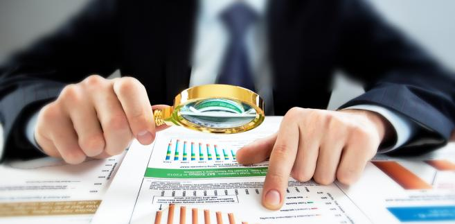 MF w środę prezentuje założenia makroekonomiczne do programu. Sam program to dokument co rok przesyłany przez polski rząd Komisji Europejskiej. KE na jego podstawie rozlicza Polskę z wypełniania tzw. kryteriów konwergencji, czyli utrzymywania odpowiednich poziomów deficytu finansów i długu publicznego.