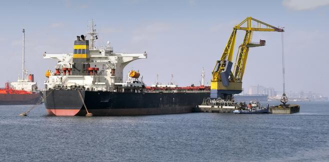 Zwykły czas pracy na statku ma wynosić osiem godzin na dobę i 40 w przeciętnie 5-dniowym tygodniu pracy (48 godzin z nadgodzinami)