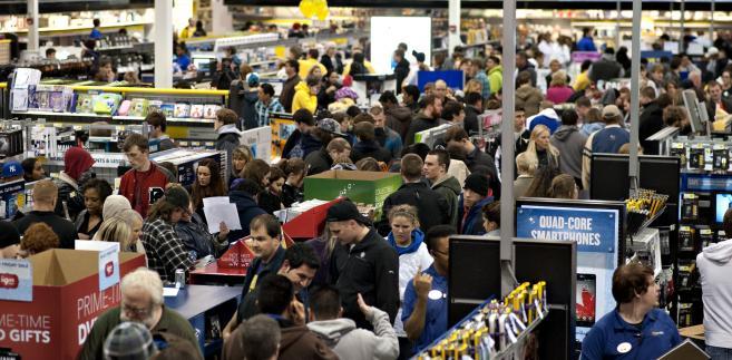 Tłumy w sklepach w czarny piątek