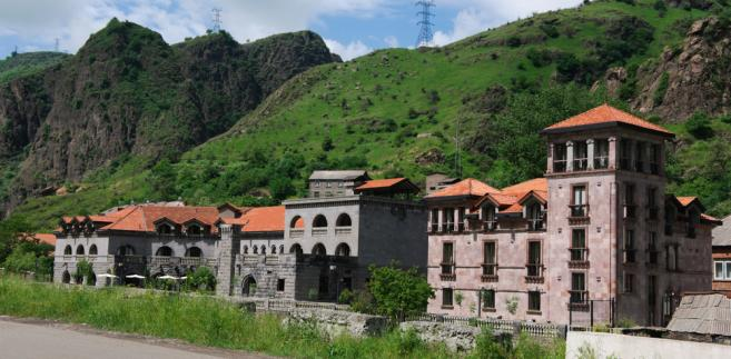 Wielka Izba trybunału w wyroku z 16 czerwca 2015 r. rozstrzygnęła na wstępie, czy Armenia rzeczywiście sprawowała kontrolę nad Lachin oraz czy w związku z tym może ponosić odpowiedzialność za naruszenie konwencji