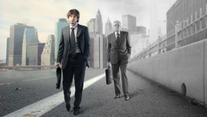 Starszy pracownik może otrzymać wypowiedzenie zmieniające w sytuacji zwolnień grupowych w firmie.