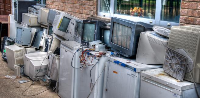 Ustawodawca z jednej strony nałożył wiele obowiązków na sprzedawców i wprowadzających takie produkty na rynek, a z drugiej chciał maksymalnie uprościć konsumentom pozbycie się elektrośmieci w bezpieczny sposób.