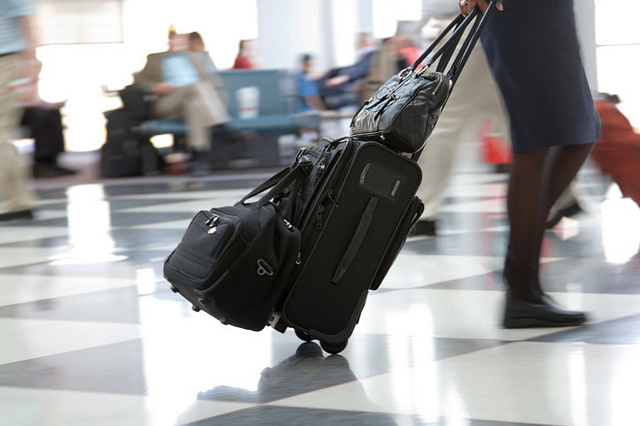 Co do zasady VAT mogą odzyskiwać podróżni spoza Unii Europejskiej, którzy w bagażu osobistym wywożą kupione w Polsce towary