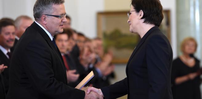 Prezydent Bronisław Komorowski i premier Ewa Kopacz, podczas ceremonii zaprzysiężenia rządu, 22 bm. w Pałacu Prezydenckim w Warszawie. (mr) PAP/Radek Pietruszka