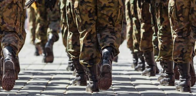 W praktyce wiele wątpliwości budzi to, czy czas zasadniczej służby wojskowej można uwzględnić przy ustalaniu okresów pracy w szczególnych warunkach lub charakterze, skoro nie jest to przecież służba zawodowa.