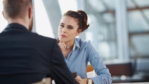 1. Co jest najważniejsze na tym stanowisku? Podczas rozmowy kwalifikacyjnej warto pokazać swoje zaangażowanie. Pytania powinny przede wszystkim dotyczyć tego co ty możesz dać firmie.