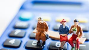 Rząd zaproponował jednak także, żeby minimalne emerytury, renty rodzinne i renty z tytułu całkowitej niezdolności do pracy zostały podniesione z 882,56 zł do 1000 zł, czyli o 117,44 zł.