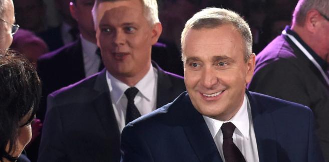 Posłowie PO Grzegorz Schetyna i Tomasz Siemoniak podczas spotkania polityków partii w Warszawie.