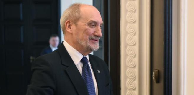 Antoni Macierewicz ogłosił skład nowej komisji smoleńskiej