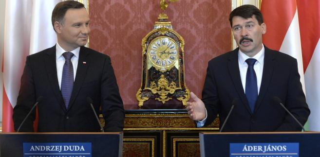 """Andrzej Duda zaznaczył, że """"sankcje nie są instrumentem zabawy, tylko są instrumentem prawnym, który stanowi odpowiedź, i to w dodatku w miarę łagodną i pokojową, na łamanie prawa międzynarodowego"""""""