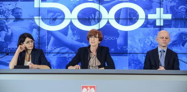 Minister cyfryzacji Anna Streżyńska, minister rodziny, pracy i polityki społecznej Elżbieta Rafalska i minister finansów Paweł Szałamacha