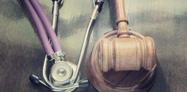 Każdy podmiot leczniczy reklamując swoje usługi powinien wystrzegać się wszystkiego, co mogłoby zostać uznane za naruszenie ustawowych – niestety niejasnych – zasad informowania o swojej działalności.