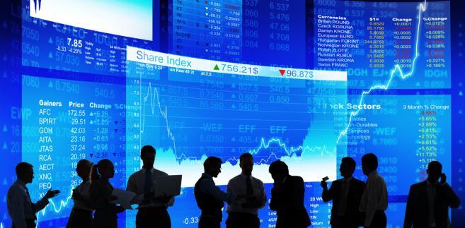 Euro na rynku walutowym drożeje o 0,06 proc. do 1,2414 USD.