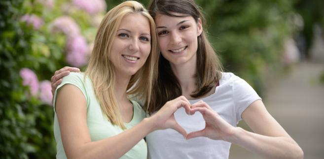 Związek partnerski, lesbijki