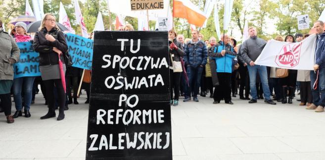 Nauczyciele wyszli na ulice. Protest przeciwko reformie edukacji [ZDJĘCIA]