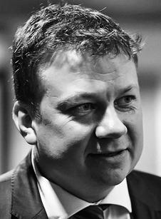Wojciech Szafrański - adiunkt na WPiA Uniwersytetu Adama Mickiewicza w Poznaniu, kierownik Zespołu Naukowo-Badawczego Obrotu Dziełami Sztuki i Prawnej Ochrony Dziedzictwa Kulturowego, biegły ad hoc w zakresie wyceny dzieł sztuki