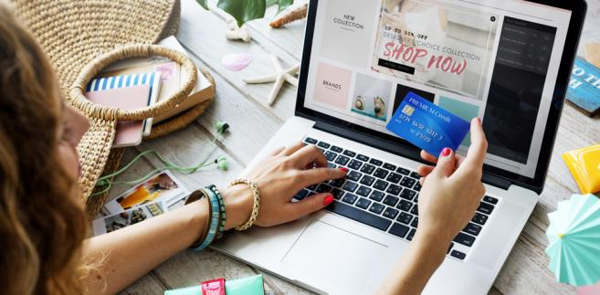 Komisja Europejska chce także, aby klienci, którzy robią zakupy na platformach sprzedażowych online, uzyskiwali jednoznaczną informację, czy mają do czynienia z zawodowym sprzedawcą, czy z innym konsumentem