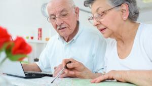 SN w uzasadnieniu wskazał, że sprawa dotyczy osoby, która nie podjęła po uzyskaniu emerytury pracy, ani działalności zarobkowej.