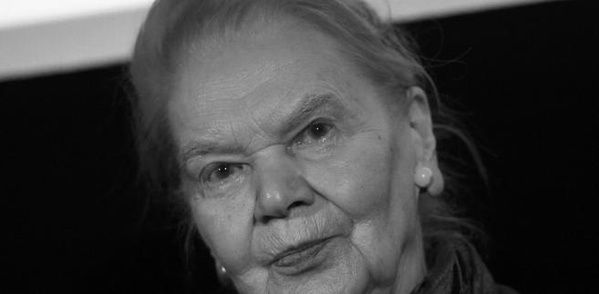 Informację o śmierci poetki podała także na Facebooku jej przyjaciółka Paula Sawicka.