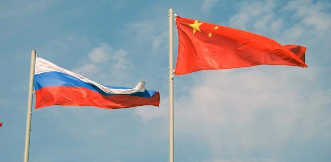 """""""Dzisiaj mamy okręty chińskie na Bałtyku"""" - podkreślił. W jego opinii, Rosja widzi w tym potwierdzenie swojego statusu jako istotnego gracza światowego """"skoro eskadra chińska pokonała tysiące mil morskich, wpłynęła tutaj na Bałtyk i razem z Rosjanami w Bałtyjsku będzie sobie tam ćwiczyła jakieś swoje rozwiązania taktyczne""""."""