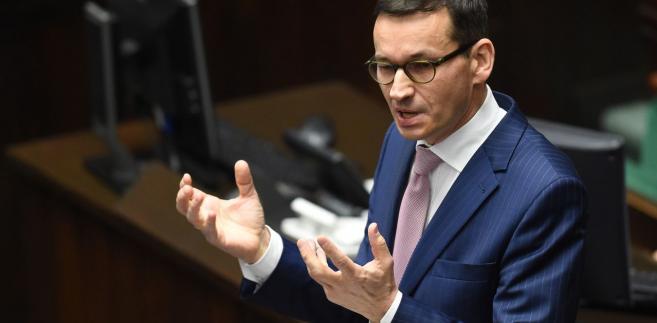 """Wiceszef sejmowej komisji finansów publicznych Janusz Szewczak (PiS) komentował wystąpienie budżetowe wicepremiera Mateusza Morawieckiego, z którego, jak mówił, wynika, że """"to co premier Tusk mówił, iż jest niemożliwe, okazało się, że jest możliwe za rządów PiS""""."""