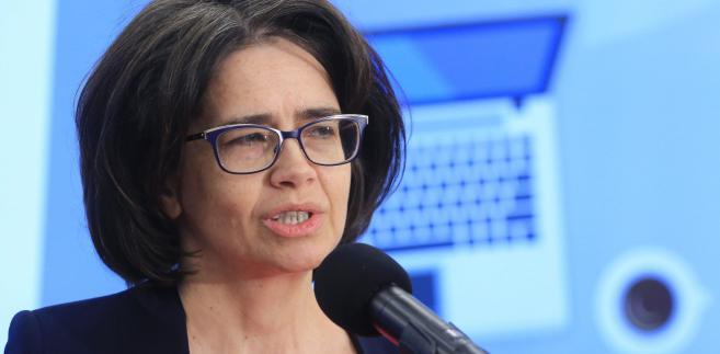 Pytana o doniesienia różnych mediów na temat jej dymisji, w ramach zapowiedzianej przez premier Beatę Szydło rekonstrukcji rządu powiedziała, że nic na ten temat nie wie