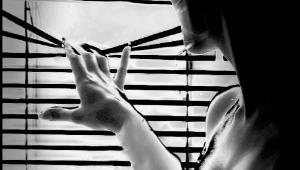 """Katarzyna T. Nowak, rocznik 1964, córka dziennikarki i pisarki Doroty Terakowskiej. Dziennikarstwem parała się przez lata także Katarzyna T. Nowak, współpracując m.in. z ,,Gazetą Krakowską"""", ,,Przekrojem"""" i ,,Twoim Stylem""""."""