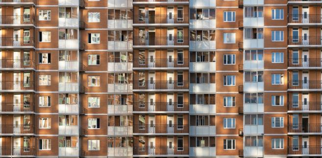 Projekt specustawy mieszkaniowej wchodzi w decydującą fazę prac rządu i najpóźniej w przyszłym tygodniu ma się pojawić jego finalna wersja. Ministerstwo chce, żeby została uchwalona jeszcze w tej połowie roku.