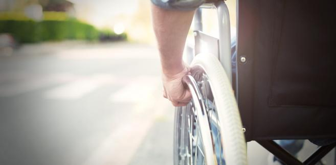 Zarzucanie ZAZ, że w złym momencie przekazała środki na fundusz, jest o tyle istotne, że taka nieterminowość jest zagrożona karą finansową na rzecz Państwowego Funduszu Rehabilitacji Osób Niepełnosprawnych