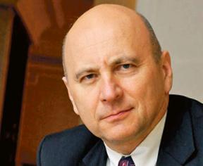 Adam Noga, profesor nauk ekonomicznych. Obecnie wykłada na Akademii Leona Koźmińskiego, wcześniej był wykładowcą na SGH, Uniwersytecie Warszawskim oraz uczelniach we Francji, w Belgii i Kanadzie. Jest wiceprzewodniczącym rady nadzorczej grupy Asseco