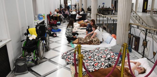 Państwo jest winne wsparcie ludziom niepełnosprawnym i ich opiekunom; trzeba możliwości tego wsparcia szukać i wierzę, że uda się je znaleźć - mówił prezydent w środę w Krośnie Odrzańskim.