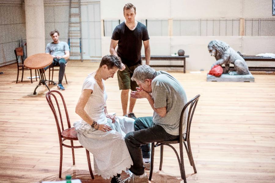 """""""Ślub"""" w reż. Nekrošiusa w Teatrze Narodowym. Fot. Krzysztof Bieliński"""
