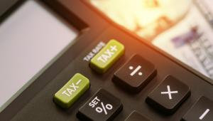 Zwracamy uwagę na pewne subtelne różnice, jakie występują w sposobie obliczania wskaźnika EBITDA podatkowego na potrzeby stosowania limitów właściwych dla kosztów finansowania dłużnego i usług niematerialnych.