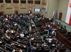 Sejm przyjął zmiany dot. obniżenia uposażenia posłów