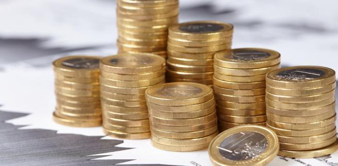 Proces wypłaty należnych obligatariuszom świadczeń odbywa się w ten sposób, że emitent papierów dłużnych zgłasza do KDPW zamiar wypłaty odsetek.