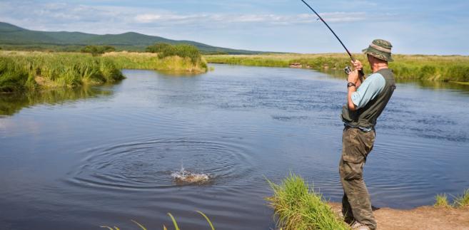Do amatorskiego połowu ryb potrzebna jest nie tylko karta wędkarska, lecz także zezwolenie od PZW