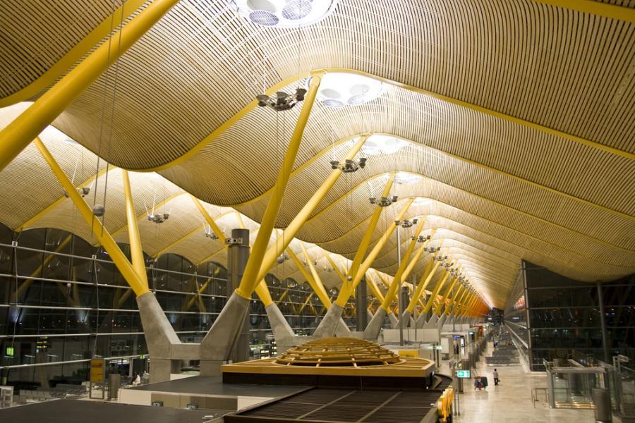 995854-terminal-lotniska-w-madrycie.jpg