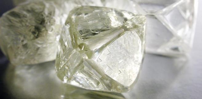 Obecnie Rosja zajmuje pierwsze miejsce na świecie pod względem udokumentowanych złóż diamentów.