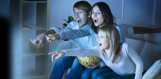 Widzowie chcą dziś tzw. social tv. Chcą oglądać programy na tabletach oraz smartfonach i na bieżąco komentować na portalach społecznościowych to, co widzą