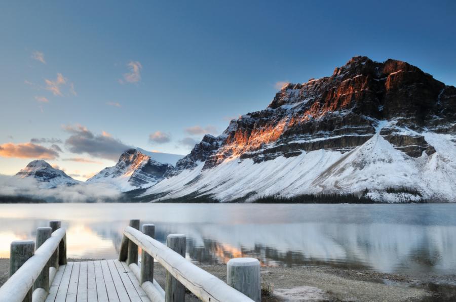 Banff - miasto w zachodniej Kanadzie, w prowincji Alberta, na terenie Parku Narodowego Banff.  Miasto jest ośrodkiem przemysłu turystycznego ze względu na położone w pobliżu źródła termalne i górskie krajobrazy. Jest to też ośrodek sportów zimowych.