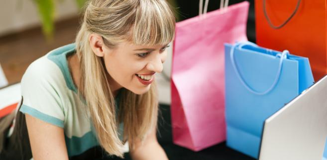 Coraz częściej klienci zwracający towar do sklepów internetowych domagają się odsetek od wpłaconych pieniędzy.