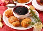 Barszcz z uszkami - Uszka z grzybami w czerwonym barszczu są tradycyjnym daniem wigilijnym podawanym w Polsce.