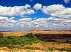 9. miejsce: Malawi – wydaje się zapomniane i całkowicie pomijane przez turystów. A to duży błąd. Malawi to kraj zamieszkiwany przez niezwykle przyjaznych ludzi, którzy są uznawani za jeden z największych atutów, który przemawia za odwiedzeniem tego kraju. Turyści powinni pamiętać o jez. Malawi, które daje wiele możliwości odpoczynku na jednej z wielu plaż, możliwości wynajęcia kajaków, nurkowania, spacerów podczas których można dostrzec antylopy i zebry. A to wszystko jest dostępne bez głośnego tłumu turystów, doskonale znanego z innych zakątków świata.