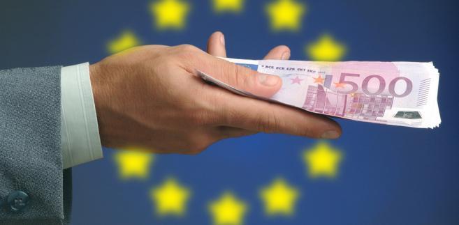 """""""Fundusze unijne niezmiennie cieszą się ogromnym zainteresowaniem, a fakt, że kwota projektów przekroczyła wartość pół biliona złotych, oznacza jedno: Polacy nie boją się inwestować"""" - ocenił Kwieciński"""