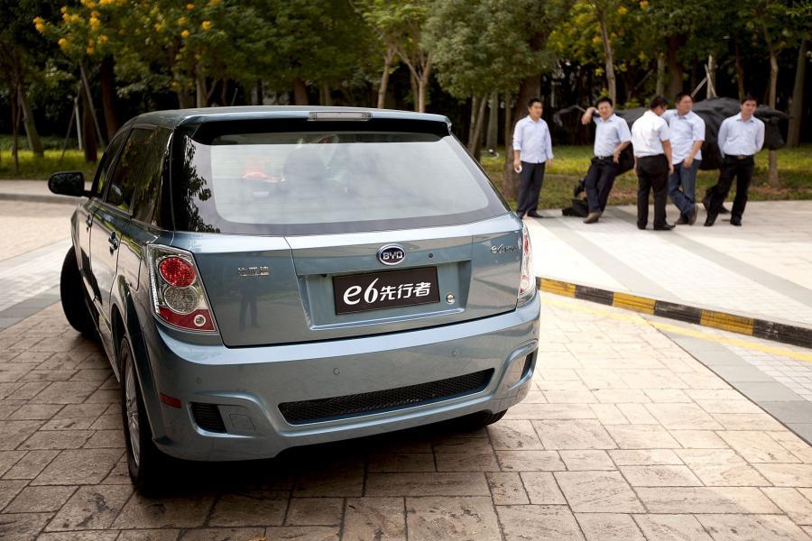 """chiński samochód elektryczny  wytwarzany przez koncern BYD Co. Udziały  producenta  posiada Warren Buffett's Berkshire Hathaway Inc. Nazwa pochodzi od """"Bulid Your Dreams"""" (z ang. """"zbuduj swoje marzenia"""")."""