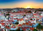 Lizbona – piękna stolica Portugalii może się okazać miejscem, gdzie nie trzeba wydawać góry pieniędzy. Aromatyczna kawa i niezastąpione pasteis w jednej z licznym restauracji nie powinny kosztować więcej niż 2 euro. Jeżeli chcecie obejrzeć Lizbonę z okien kultowego tramwaju 28, warto sprawdzić aktualne promocje, które pomogą zaoszczędzić parę groszy. Do tego dochodzą darmowe muzea, jak na przykład Museu Colecção Berardo z kolekcją sztuki nowoczesnej.