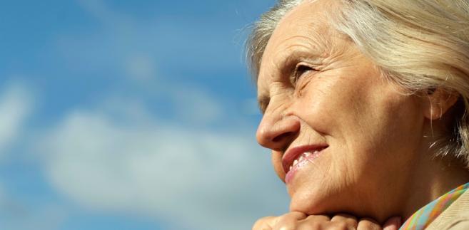 Seniorzy powinni jak najdłużej być w stanie mieszkać we własnym domu.