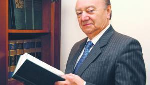 Andrzej Kalwas, radca prawny, były minister sprawiedliwości w latach 2004–2005, Prezes Krajowej Rady Radców Prawnych w latach 1995–2004, dziekan rady Warszawskiej Izby Radców Prawnych w latach 1983–1995