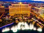 12. miejsce: Fontanny hotelu Bellagio w Las Vegas. Inspirowany otoczeniem jeziora Como we włoskim mieście Bellagio, hotel znany jest ze swojej elegancji. Do głównych atrakcji kompleksu należy 3.2–hektarowe, ulokowane pomiędzy budynkiem Bellagio, a Las Vegas Strip, sztuczne jezioro, w którym znajdują się słynne  ogromne fontanny synchronizowane z muzyką. Na przestrzeni lat stały się one jednym z najbardziej rozpoznawalnych symboli Las Vegas.