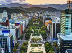 Sapporo — stolica Hokkaido, północnej wyspy Japonii — zachowało swoją młodzieńczą i otwartą atmosferę Zimowych Igrzysk Olimpijskich z 1972 roku, przyciągając turystów dorocznym Festiwalem Śniegu i słynnym na całym świecie daniem o nazwie ramen. Turyści pragnący poznać pełne zróżnicowanie kuchni japońskiej powinni odwiedzić to miasto z inspirowanym ramen parkiem tematycznym, który rozpieszcza amatorów jedzenia.